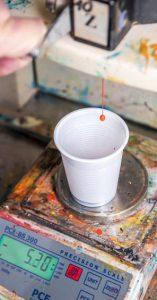 Rezeptieren der Pigment für unseren farbigen Acryldichtstoff Abby Coloracryl